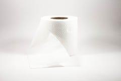 Χαρτί τουαλέτας σε ένα άσπρο υπόβαθρο Στοκ Φωτογραφία