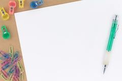 χαρτικά πεννών εγγράφου επ Στοκ φωτογραφίες με δικαίωμα ελεύθερης χρήσης
