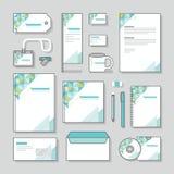 Χαρτικά συνόλου και επιχειρήσεων σχεδίου χαρτικών προτύπων ταυτότητας σχεδίου τριγώνων απεικόνιση αποθεμάτων