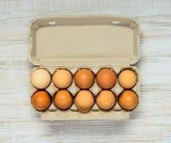 Χαρτοκιβώτιο αυγών με τα αυγά Στοκ Φωτογραφία