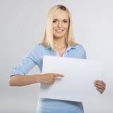 χαρτόνι που δείχνει τη γυναίκα Στοκ Εικόνες