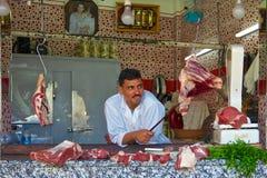 Χασάπης σε μια υπαίθρια μαροκινή αγορά Στοκ Φωτογραφία