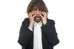 Χασμουμένος νεαρός άνδρας σχετικά με το κεφάλι του Στοκ φωτογραφία με δικαίωμα ελεύθερης χρήσης