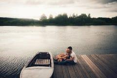 χαλάρωση ζευγών ρομαντική Στοκ φωτογραφία με δικαίωμα ελεύθερης χρήσης