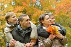 Χαλάρωση τετραμελών οικογενειών Στοκ φωτογραφία με δικαίωμα ελεύθερης χρήσης