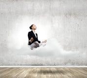 Χαλαρωμένη επιχειρηματίας Στοκ φωτογραφία με δικαίωμα ελεύθερης χρήσης