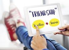 Χαλαρώνοντας έννοια φιλίας θετικής σκέψης για πάντα Στοκ Εικόνες