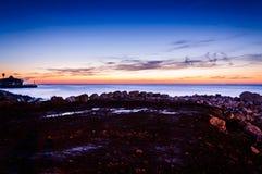 Χαλαρώνοντας ηλιοβασίλεμα ακτών Στοκ φωτογραφία με δικαίωμα ελεύθερης χρήσης