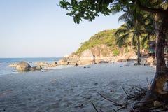 Χαλαρώνοντας στην αμμώδη ασημένια παραλία, Koh Samui Στοκ εικόνα με δικαίωμα ελεύθερης χρήσης