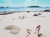 Χαλαρώνοντας στην παραλία στα νησιά Scilly, Αγγλία Στοκ Φωτογραφία