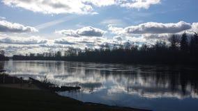 Χαλαρώστε με τα σύννεφα Στοκ εικόνες με δικαίωμα ελεύθερης χρήσης