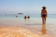 Χαλαρώστε στη νεκρή θάλασσα Στοκ φωτογραφίες με δικαίωμα ελεύθερης χρήσης