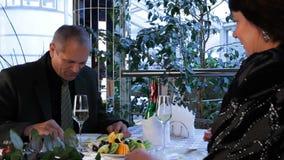 Χαλαρώστε στο εστιατόριο απόθεμα βίντεο