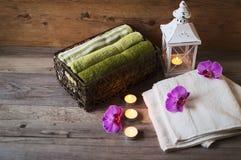 Χαλαρώστε στο κέντρο SPA Η εύκολη και κατευναστική ατμόσφαιρα χαλαρώνει Τα κεριά είναι πυράκτωση Στοκ φωτογραφία με δικαίωμα ελεύθερης χρήσης