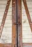 Χαλασμένη και σκουριασμένη παλαιά κλειδαριά πορτών Στοκ εικόνες με δικαίωμα ελεύθερης χρήσης