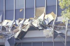 Χαλασμένο ιατρικό κτήριο Kaiser στον τομέα Northridge Reseda του σεισμού του Λος Άντζελες μετά το 1994 στοκ φωτογραφίες