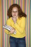 χείλια εκμετάλλευσης κοριτσιών δάχτυλων στοκ φωτογραφία με δικαίωμα ελεύθερης χρήσης