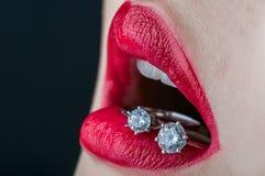 Χείλι με τα δαχτυλίδια Στοκ φωτογραφίες με δικαίωμα ελεύθερης χρήσης