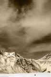 Χειμερινά βουνά με τα σύννεφα Στοκ Φωτογραφίες