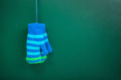 Χειμερινά γάντια παιδιών Στοκ Εικόνες