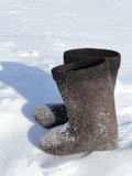 Χειμερινά υποδήματα στο χιόνι Στοκ Εικόνα