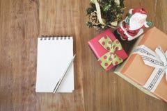 Χειμερινά Χριστούγεννα και καλή χρονιά ή χρόνια πολλά χαιρετισμός Στοκ Φωτογραφίες