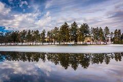 Χειμερινές αντανακλάσεις στη λίμνη Kiwanis, στην Υόρκη, Πενσυλβανία Στοκ εικόνα με δικαίωμα ελεύθερης χρήσης