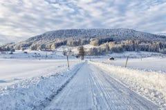 Χειμερινές τοπίο και εθνική οδός στοκ εικόνες