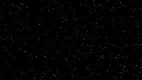 Χειμερινές χιονοπτώσεις Ομοιόμορφη πτώση του μαλακού χιονιού σε ένα μαύρο υπόβαθρο περιτυλιγμένος απόθεμα βίντεο