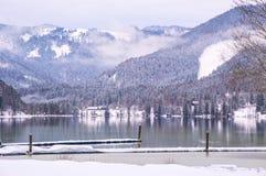 Χειμερινή λίμνη στις Άλπεις Στοκ Φωτογραφία