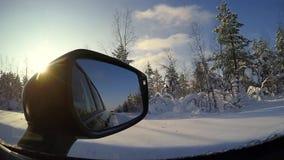 Χειμερινή ηλιόλουστη ημέρα και οπισθοσκόπος καθρέφτης απόθεμα βίντεο