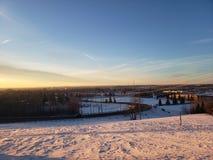Χειμερινή ημέρα που παρουσιάζει την πόλη των κόκκινων ελαφιών Αλμπέρτα στοκ εικόνες
