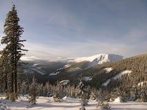 Χειμερινή ημέρα στα βουνά Στοκ φωτογραφία με δικαίωμα ελεύθερης χρήσης