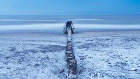 Χειμερινή θάλασσα κάτω από τον αέρα Burian Στοκ εικόνες με δικαίωμα ελεύθερης χρήσης