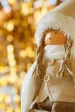 Χειμερινή κούκλα με τη μαλακή εστίαση υποβάθρου bokeh, θαμπάδα φακών Στοκ Εικόνα