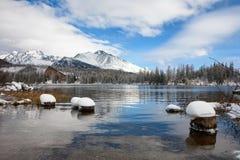 Χειμερινή λίμνη Pleso Strbske σε υψηλό Tatras, Σλοβακία Στοκ Φωτογραφία