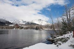 Χειμερινή λίμνη Pleso Strbske σε υψηλό Tatras, Σλοβακία Στοκ εικόνες με δικαίωμα ελεύθερης χρήσης