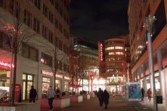 Χειμερινή νυχτερινή ζωή στο Βερολίνο, υπαίθρια Στοκ φωτογραφία με δικαίωμα ελεύθερης χρήσης