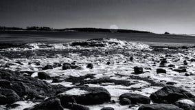 Χειμερινή παραλία στο κρατικό πάρκο λαιμών Wolfes σε Falmouth Μαίην στοκ φωτογραφίες