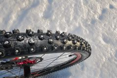 Χειμερινή ρόδα ποδηλάτων βουνών Στοκ Εικόνες
