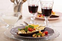 Χειμερινή σαλάτα με την ψημένη μελιτζάνα Στοκ εικόνα με δικαίωμα ελεύθερης χρήσης