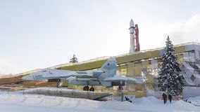 Χειμερινή φωτογραφική διαφάνεια γύρω από έναν διαστημικό πύραυλο, Μόσχα Στοκ Φωτογραφίες