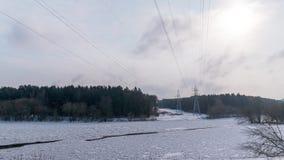 Χειμερινός ποταμός και ηλεκτροφόρο καλώδιο, χρόνος-σφάλμα απόθεμα βίντεο
