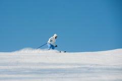 Χειμερινός προς τα κάτω κάνοντας σκι σκιέρ Στοκ εικόνες με δικαίωμα ελεύθερης χρήσης