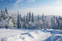 Χειμερινός δρόμος στα βουνά Στοκ φωτογραφία με δικαίωμα ελεύθερης χρήσης