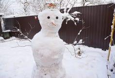 Χειμερινός χιονάνθρωπος Χιονάνθρωπος Χριστουγέννων στο καπέλο Στοκ φωτογραφία με δικαίωμα ελεύθερης χρήσης
