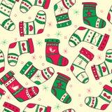 Χειμερινό άνευ ραφής σχέδιο με τις κόκκινος-πράσινες κάλτσες Στοκ Εικόνες
