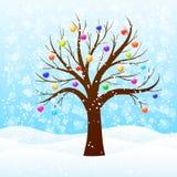 Χειμερινό δέντρο με τις σφαίρες Χριστουγέννων Στοκ Φωτογραφίες
