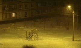 Χειμερινό βράδυ παιδικών χαρών Στοκ Εικόνες