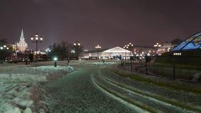 Χειμερινό βράδυ της Μόσχας Άποψη του Manezh και της Μόσχας Κρεμλίνο απόθεμα βίντεο